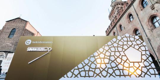 "TURKISHCERAMICS Mostra ""Sinan The First Starchitect"" - Dass Allestimenti"